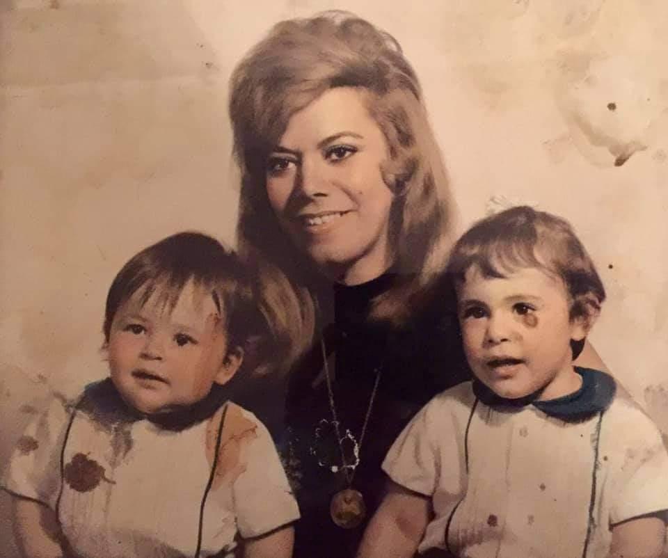 Amalia con sus primeros nietos: Victoria y Salomón.